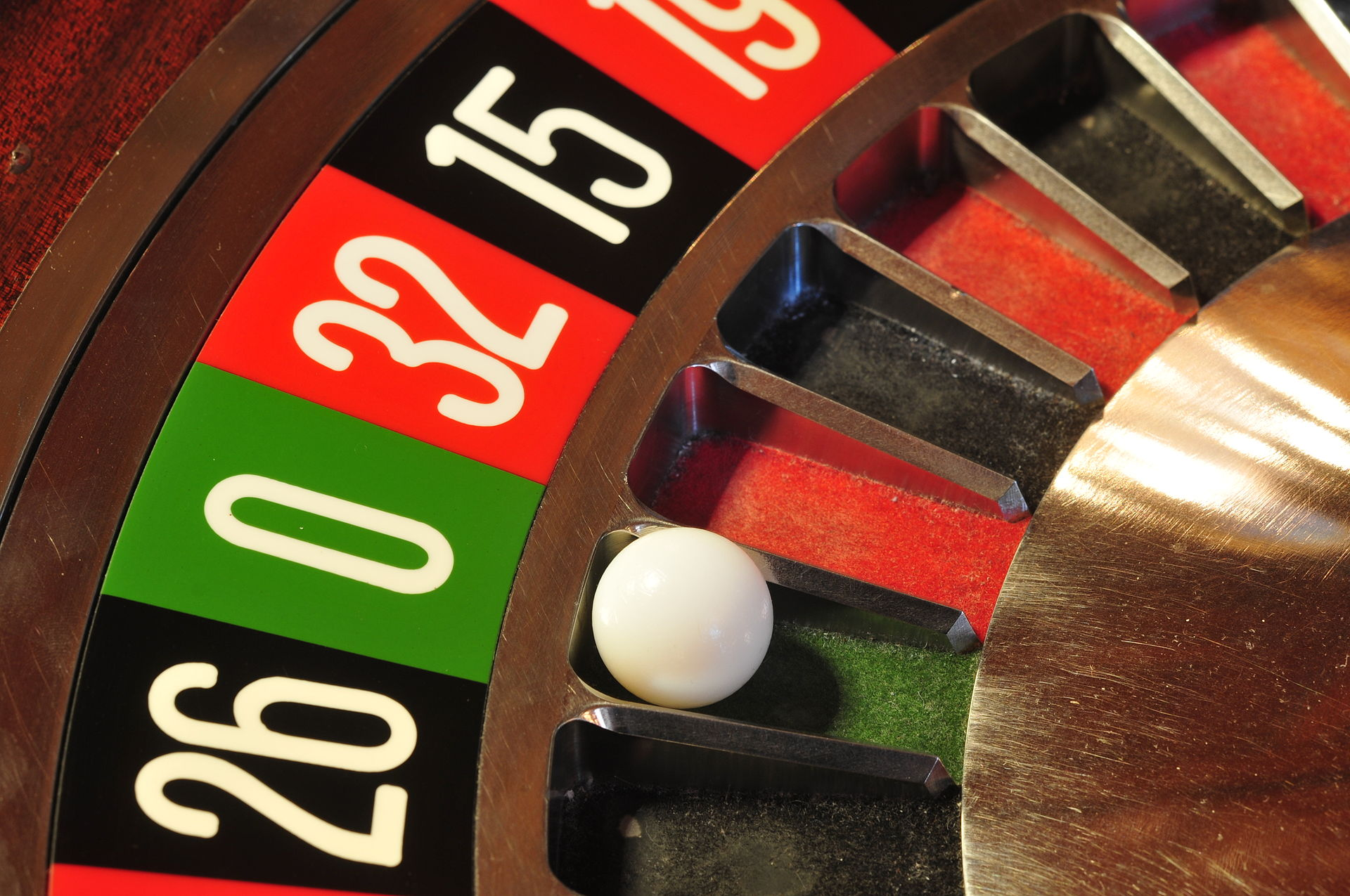 An ultimate beginner's guide to play online roulette!